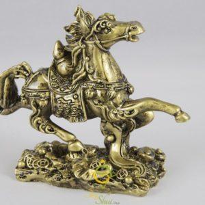 Zlatý kôň podporujúci úspech a kariéru