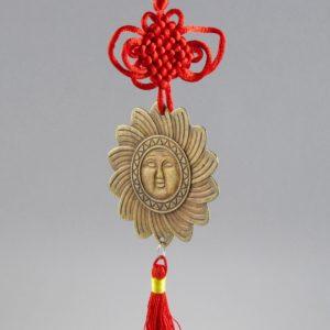 Čínsky ochranný prívesok so slnkom a uzlom pre šťastie