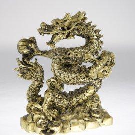 Zlaty drak s perlou múdrosti a bohatstva