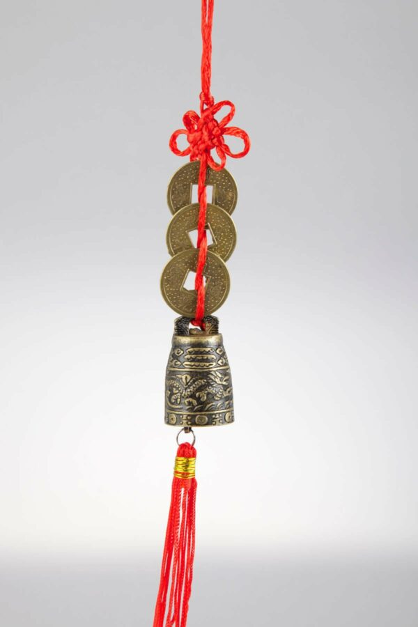 ochranný prívesok s čínskymi mincami a zvončekom šťastia